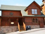 4 Bedroom 4 Bath sleeping 16 5 minutes from Pigeon Forge