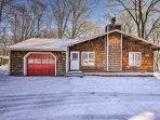 Bushkill Falls Home w/Fireplace & Deck!