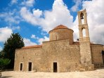 Eagles View is a short walk from Tala Square, with its old church and tavernas.