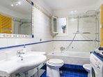 Bathroom-shower+tub