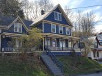 Beautiful & Walkable 3BR Downtown Victorian
