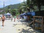 Praia do Camorim: cais com saída de escunas e táxi boat para diferentes ilhas.