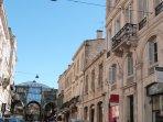 Vue de la rue Jean-Jacques Rousseau et les Grands Hommes