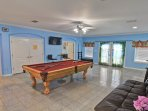 To die for game room with futon( full size bed), cable HDTV, bar sitting table w/chairs, pool access