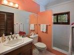 The upper queen bedroom bathroom.
