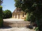 Maison avec cour clôturée