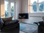 Elm apartment: Open plan living area with comfortable seating and smart TV
