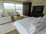 Fabulous Master Bedroom Suite - con vista su 2 lati!