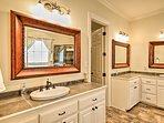 Freshen up in style in  the en-suite bathroom.