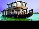 Jonjes Holidays Houseboat Floating