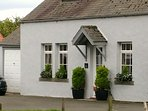 Church Cottage 18th Century original cottage log stoves, WIFI, modern facilities & safe garden, BBQ