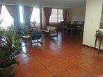 Áreas comunes: sala, comedor, estancia. Comparte con la familia y con otros huespedes