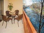 Cedar Lodge 202 Private River Balcony