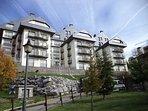 Edificio Portalet, en pleno corazón de la estación de esquí, junto a la zona de ocio y bus a pistas