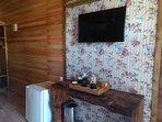 TV com canal fechado, frigobar, e café ou chá a disposição.