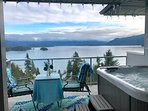 Cat's Meow Retreat - Walk from ferry, Ocean view, Hot tub and Nearby beach!