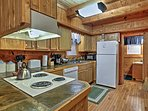 The fully equipped kitchen will surely meet all of your needs.