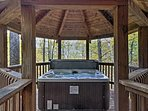 Boasting a private hot tub and forest views, you'll feel completely immersed in the beauty of Tennessee.