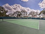 Enjoy access to a golf course, tennis courts, a pool, clubhouse and much more!