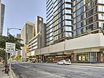 Access all of the islands top downtown sites from this ideal location!