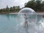 les bulles aquatique, sur le bassin d'eau naturel. trés appréciée de nos campeurs