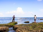 Villa Pushpapuri - Fishing off the rocks