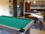 Casa ampla e super confortável.Mesa de bilhar e espaço com churrasqueira.Conforto e tranquilidade.
