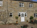 COVERDALE COTTAGE, pub close by, woodburner, rural views, in Carlton