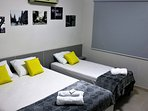 Terceiro quarto com cama queen, cama de solteiro e ar condicionado silencioso