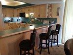 Long kitchen bar for easy breakfast n happy hour