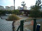 Vista esterna di Caseta tempo libero. Internet, giochi da tavolo, tennis mini-golf, biblioteca ...