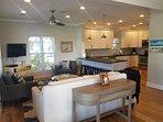 Main House Open Concept Soggiorno, sala da pranzo e cucina al primo piano