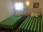 Habitación con 2 camas individuales que se pueden juntar.