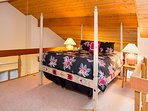 Snowcreek #630 (Phase 4) - Loft with Queen Bed