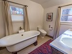Heavenly Hideaway - Master bathroom with tub