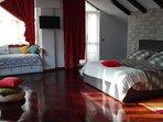 suite 60 mq. open space con angolo cottura area soggiorno bagno in pietra con vasca e doccia