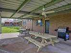 Enjoy barbecues and crawfish boils on the home's furnished patio with a gas grill.