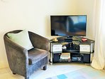HDTV, Blu-ray, DAB radio, ipad dock, wireless internet.