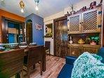 Confortable salón de diseño, con todas las comodidades. Gran sofá cama, calefacción cerámica, smartv