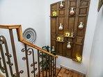 Amplia escalera interior. Diseñada para tu comodidad.  Te sorprenderá...