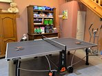 A disposition pour vos enfants, table ping pong, baby foot, punching ball et des jeux