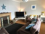 Lounge with open fire & bay window seating. Wifi, blue-ray/DVD, chromecast, books & games.
