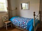 Bedroom 2 - twin beds