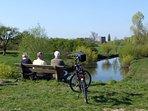 Tijdens een fietstocht ziet u interessante 'POI's', hier ruïne van kasteel Nijenbeek bij Zutphen.