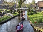 Amsterdam: 1 uur 40 min.  Giethoorn ('Dutch Venice') 1 uur rijden.