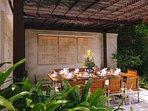 The Arsana Estate - Outdoor dining area