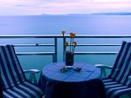 Vistas desde el balcon. Al fondo el mar