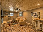 Venture off the grid and into this vacation rental cabin in Dahlonega!