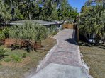 Adorable 2 bedroom 1bath duplex located in downtown Sarasota close to everything!