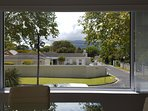 Junior-Suite Merlot: View from Lounge onto back of Table Mountain